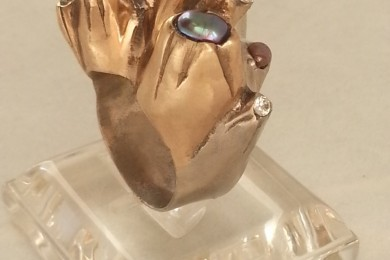 Underwater Ring, White & Gold Bronze metal caly